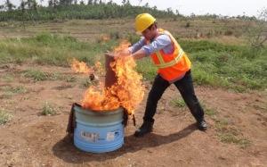 Pemadaman Api dengan Karung goni Basah