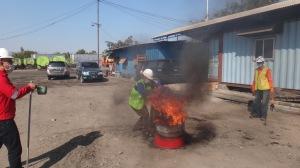 20. Pemadaman Api menggunakan Karung Basah