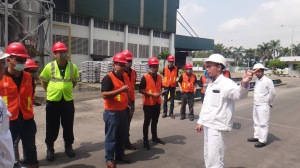 Pengarahan dari tim HSE PT. Molten Alumunium Producer Indonesia sebelum Observasi