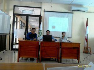 Peserta melakukan presentasi hasil observasi